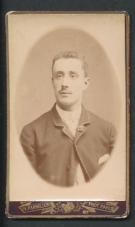Fotografie V. Pannelier, Paris, Portrait junger Mann mit Bürstenhaarschnitt