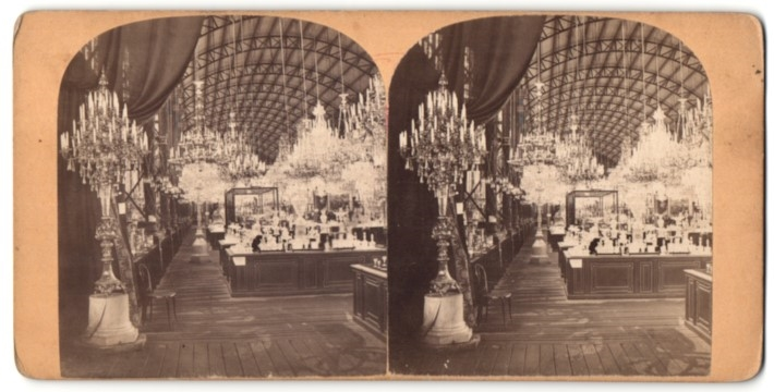 Stereo-Fotografie Ansicht Wien, Weltausstellung 1873, Pavillon mit Kronleuchtern & Glaswaren