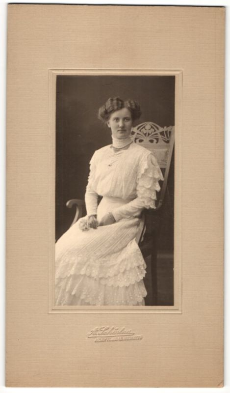 Fotografie A. Schönlau, Horn i. L., hübsche junge Frau im Hochzeitskleid