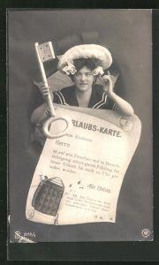AK Frau mit grossem Schlüssel und Urlaubs-Karte, frauenfeindlicher Humor