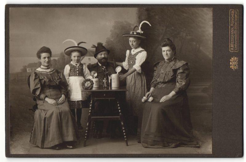 Fotografie A. Wiedemann, München, Portrait Familie in Volkstracht