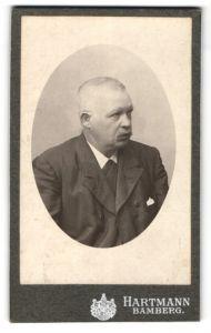 Fotografie Hartmann, Bamberg, Portrait älterer Herr mit Schnauzbart