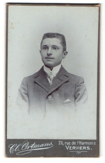 Fotografie Cl. Ortmans, Verviers, Portrait junger hübscher Mann mit Krawatte