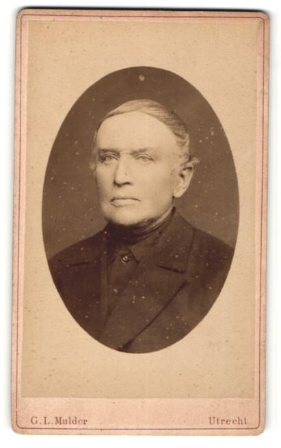 Fotografie G. L. Mulder, Utrecht, Portrait Herr mit zeitgenöss. Frisur