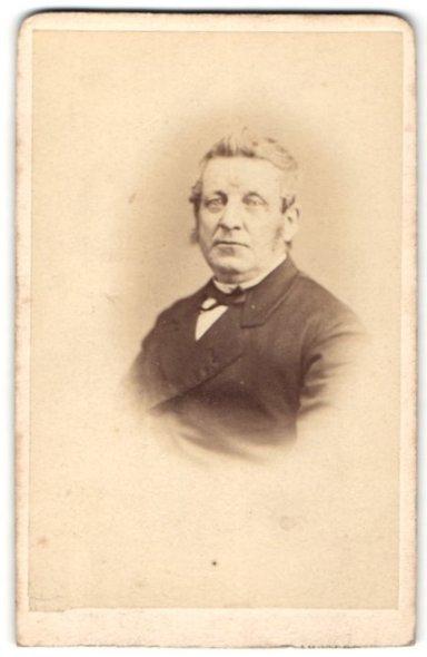 Fotografie A. Greiner, Amsterdam, Portrait Herr mit zeitgenöss. Frisur