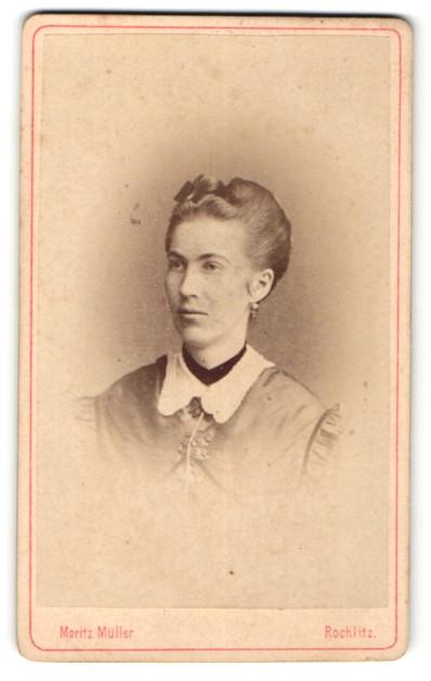 Fotografie Moritz Müller, Rochlitz, Portrait Dame mit zeitgenöss. Frisur