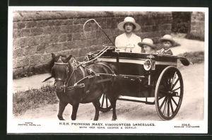 AK Prinzessin Mary von England mit ihren Söhnen George und Gerald während einer Kutschfahrt