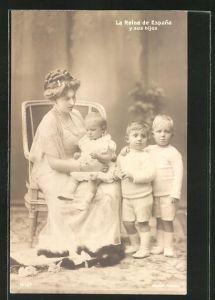 AK Königin von Spanien mit ihren Kindern