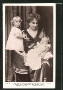 AK Königin Victoria Eugenie von Spanien mit ihren Kindern