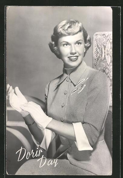 AK Schauspielerin Doris Day in elegantem Kostüm