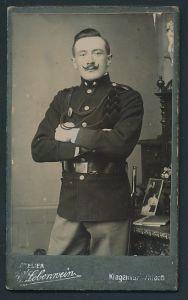 Fotografie V. Lobenwein, Klagenfurt, österreichischer Soldat in Uniform