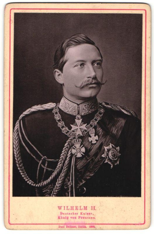 Fotografie Paul Belkner, Berlin, Portrait Kaiser Wilhelm II. in Paradeuniform mit Orden & Medaillen