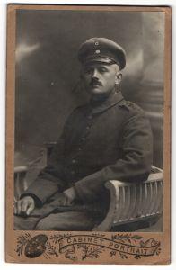 Fotografie 1.WK, Deutscher Soldat in Feldgrau mit Schulterstück Telegraphen-Rgt. 2