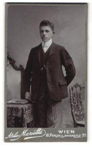 Fotografie Atelier Marietta, Wien, Portrait junger Herr in Anzug