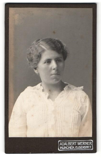 Fotografie Adalbert Werner, München, Portrait junge Frau mit zeitgenöss. Frisur