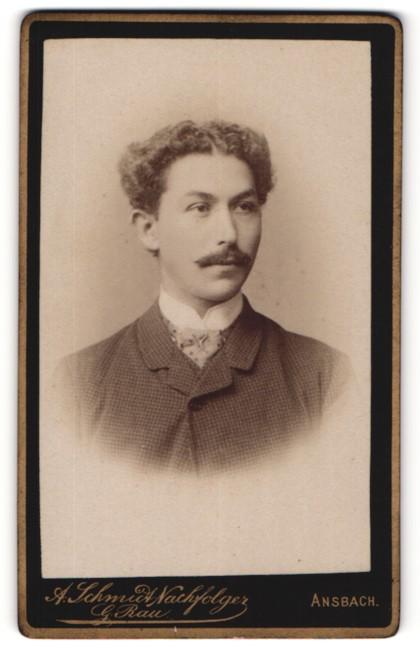 Fotografie G. Rau, Ansbach, Portrait junger Herr mit zeitgenöss. Frisur