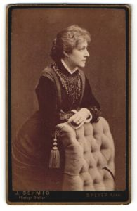 Fotografie J. Schmid, Speyer a/Rh., Profilportrait bürgerliche Dame