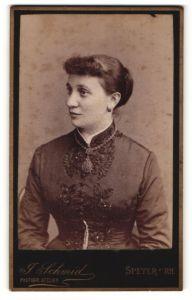 Fotografie J. Schmid, Speyer a/Rh, Portrait Frau in zeitgenöss. Mode