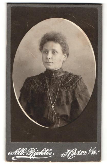 Fotografie Alb. Richter, Haspe i/W., Portrait junge Frau mit zusammengebundenem Haar