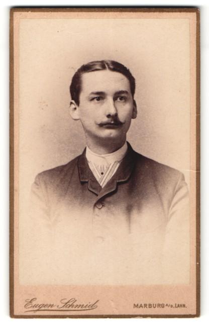 Fotografie Eugen Schmid, Marburg a/D Lahn, Portrait junger Herr mit zeitgenöss. Frisur