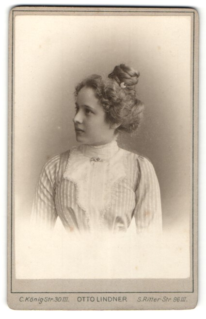 Fotografie Otto Lindner, Berlin, Portrait hübsche junge Dame mit Hochsteckfrisur