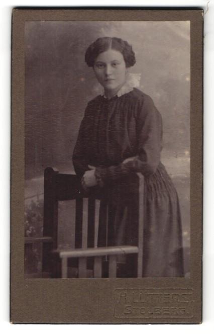 Fotografie H. Lütters, Stolberg, Portrait junge Frau mit zeitgenöss. Frisur
