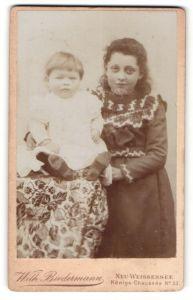 Fotografie Wilh. Biedermann, Neu-Weissensee, Portrait Mädchen und Kleinkind