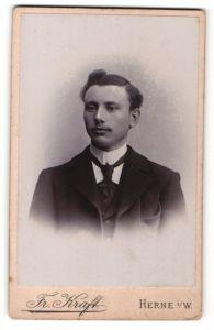 Fotografie Fr. Kraft, Herne i/W, Portrait junger Herr mit zeitgenöss. Frisur