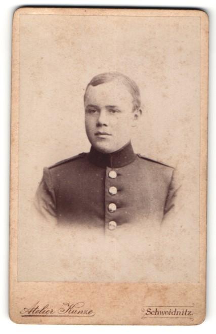 Fotografie Atelier Kunze, Schweidnitz, Portrait junger Soldat in Uniform