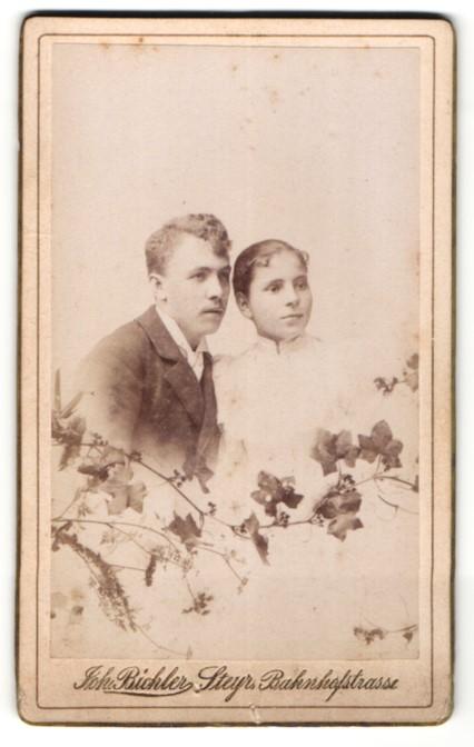 Fotografie Johann Bichler, Steyr, junges Paar im Foto-Atelier, Montage