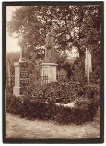 Fotografie Post Mortem, Friedhof mit Grab von Tierarzt August Lindebaum 1883-1910