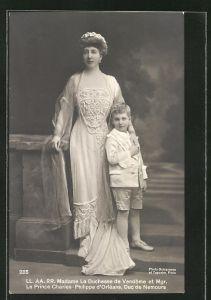 AK Madame la Duchesse de Vendôme et le Prince Charles-Philippe d'Orléans, Duc de Nemours