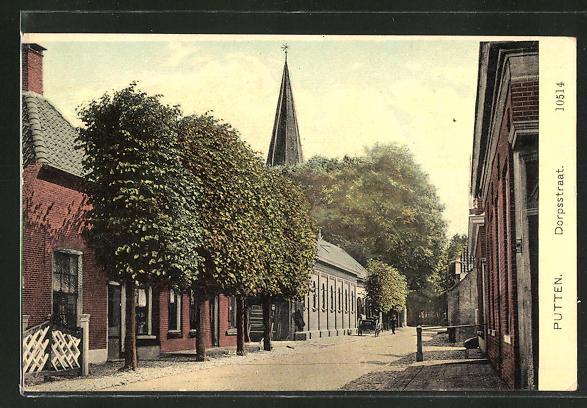 AK Putten, Dorpsstraat, Strassenpartie mit Blick zur Kirche 0
