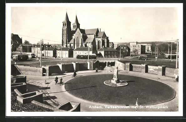 AK Arnhem, Verkeerscircuuit met St. Walburgskerk 0