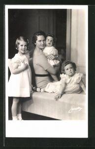 AK Prinzessin Sibylle von Schweden mit den Töchtern Margaretha, Birgitta und Desirée