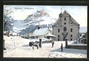 AK Engelberg, Strassenpartie im Schnee mit spielenden Kindern und Mann auf Skiern