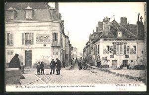 AK Sens, L'Ancien Faubourg d'Yonne, vue prise du cote de la Grande Rue