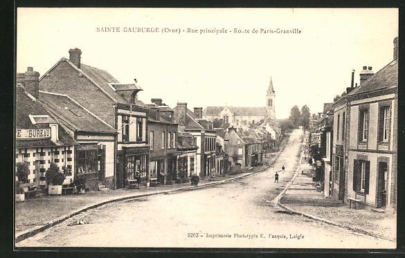 AK Sainte Gauburge, Rue principale, Route de Paris-Granville