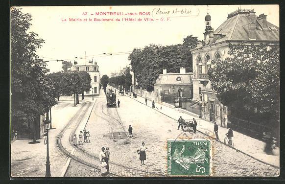 AK Montreuil-sous-Bois, La Mairie et le Boulevard a l'Hotel de Ville