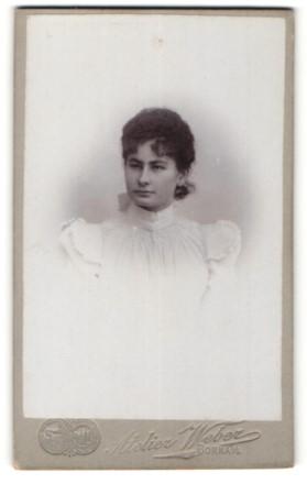 Fotografie Atelier Weber, Borna i/S, Portrait junge Dame mit zusammengebundenem Haar
