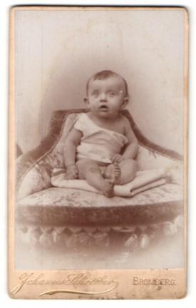 Fotografie Johannes Schreiber, Bromberg, Portrait Säugling in Leibchen