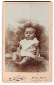 Fotografie A. Weidner, Bromberg, Portrait Säugling in Leibchen