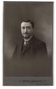 Fotografie Otto Lorenz, Solingen, Portrait Herr in Anzug