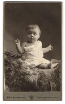 Fotografie Paul Weyerstahl, Solingen, Portrait Säugling in Leibchen