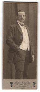 Fotografie Fritz Ette, Eisleben, Portrait Herr in Anzug
