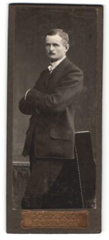 Fotografie Joh. König, Naumburg a/S, Portrait Herr in Anzug