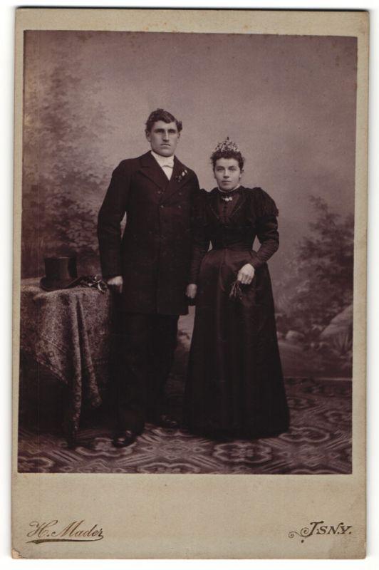 Fotografie H. Mader, Isny, dunkelhaarige Schönheit im eleganten Kleid und Diadem & charmanter Herr im schwarzen Jackett
