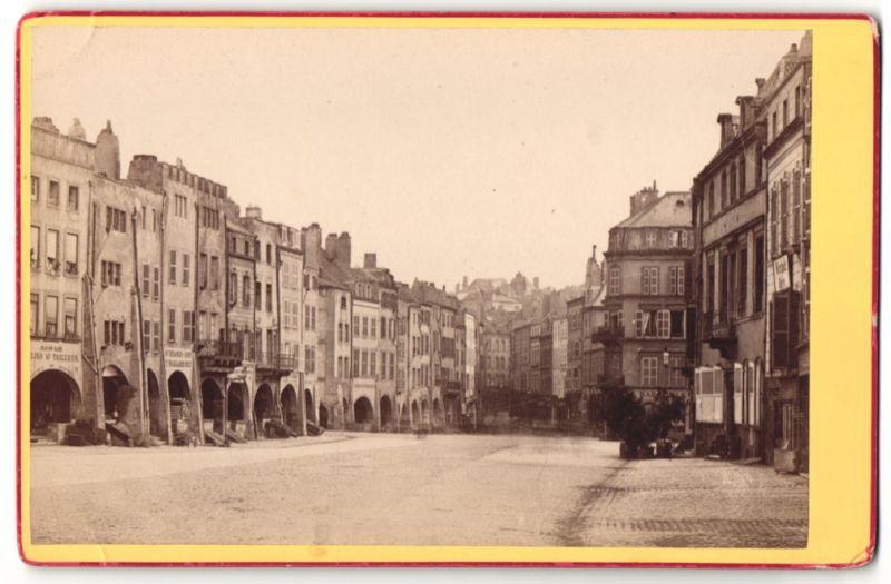 Fotografie F. Baudinet, Metz, Ansicht Metz, Strassenpartie mit Ladengeschäften