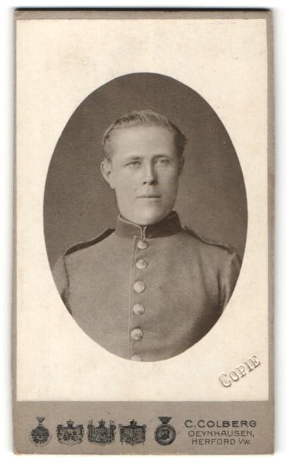Fotografie C. Colberg, Oeynhausen, Herford i/W, Portrait Soldat mit zurückgekämmtem Haar