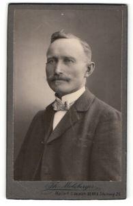Fotografie Th. Molsberger, Halle a/S, Portrait Herr mit Oberlippenbart